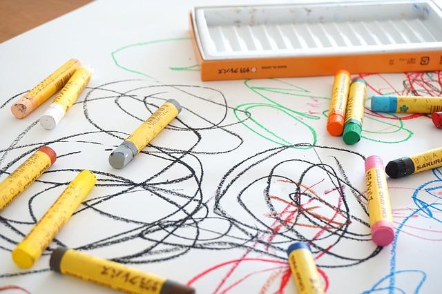 Faire un dessin avec son enfant